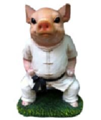 Свинка каратист 30 см
